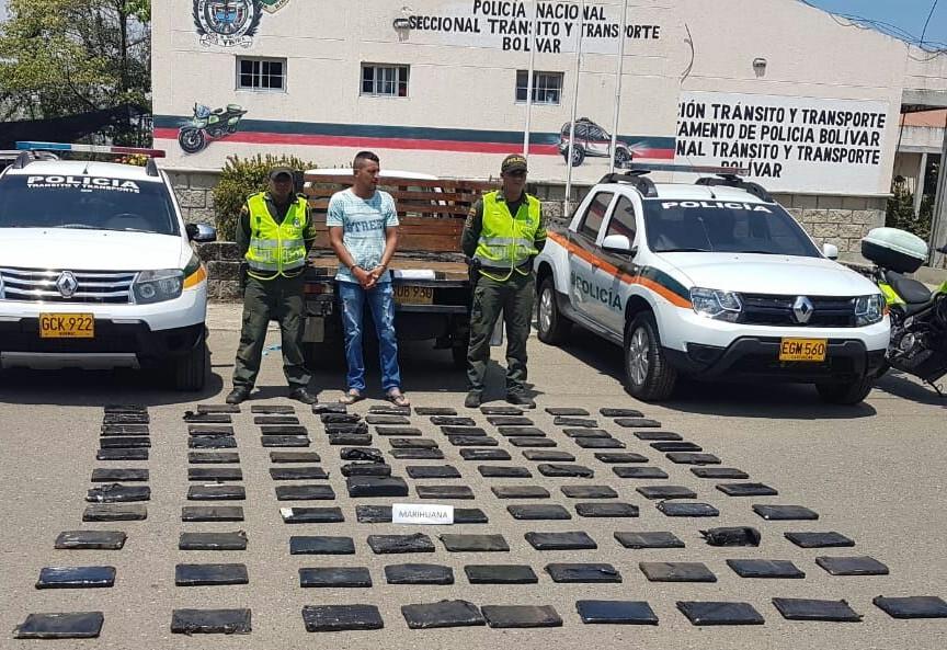 Policía incauta 100 kilos de Marihuana encaletada en platón de una camioneta