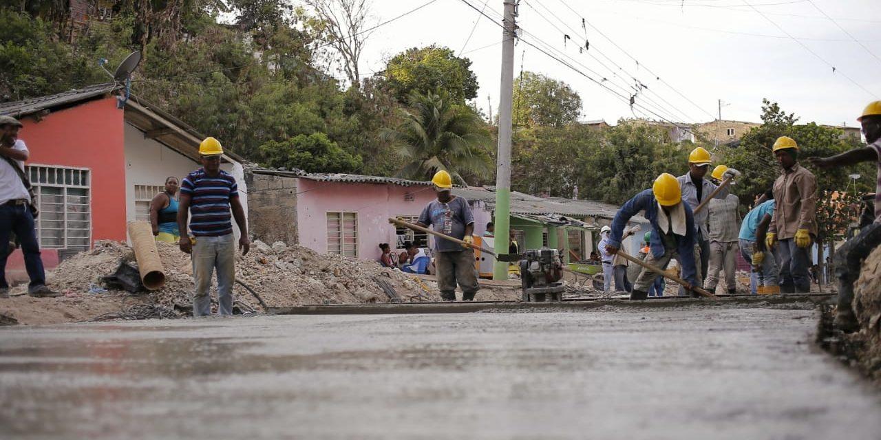 Avanza proyecto de pavimentación en calle principal de Paraíso II