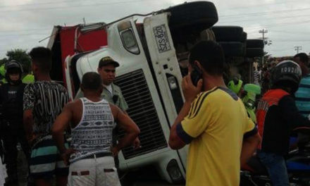 CAMION DE CERVEZA SE ACCIDENTA