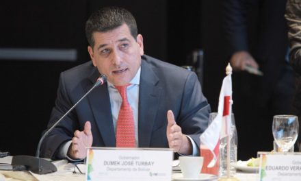 Dumek Turbay presenta propuestas en encuentro con Ivan Duque