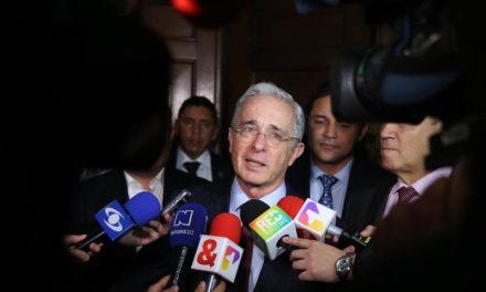 Senador Uribe radica proyecto para aumentar el salario mínimo