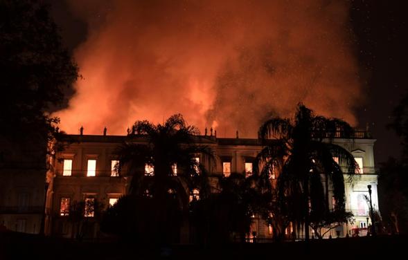 En llamas el Museo Nacional de Río, la joya de Brasil