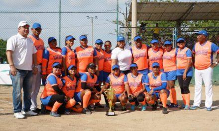 """Caracoles, primer campeón de Sóftbol Femenino """"Juega Por Tu Barrio"""""""