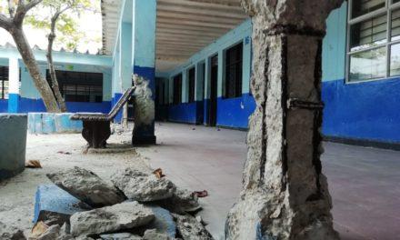 Comunidad de la I.E. San Felipe Neri aún sin solución