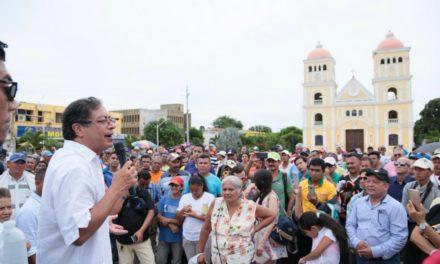 "'Disputa' de Petro con mujer que defendió a la ""Gata"""