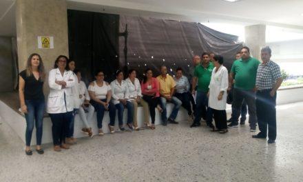 Administrativos del Hospital Universitario en asamblea permanente
