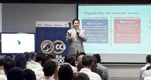 Conferencista en marketing digital y reputación online Fernando Basto dicta con éxito su conferencia en la Cámara de Comercio Ibagué.