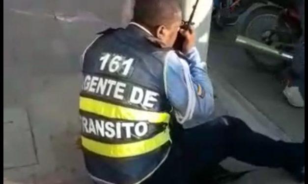(Video) Agente de tránsito en estado de embriaguez ocasiona accidente