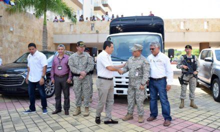 Gobernador Turbay entrega vehículos a Fuerzas Militares