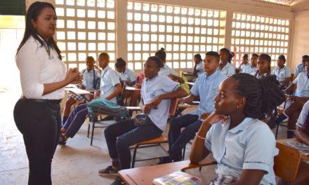Programa de emprendimiento gradúa a 30 jóvenes de zonas insulares