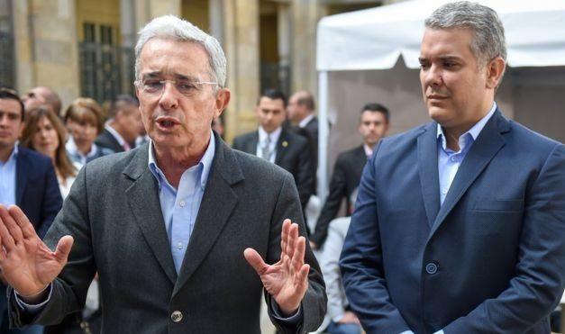 1, 2, 3 por Duque que está detrás de Uribe