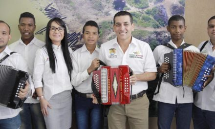 Gobernación de Bolívar entrega kits musicales a los niños y jóvenes músicos de la Casa de La Cultura