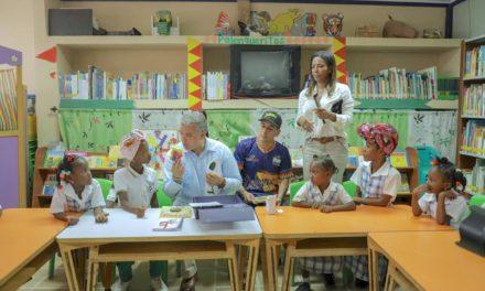 """Gobierno del """"Bolívar Sí Avanza"""" entregó mobiliario escolar en Palenque"""