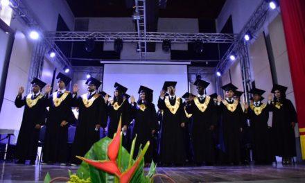 Unibac graduó su primera promoción de Diseñadores Industriales