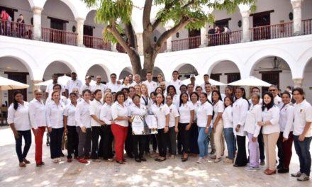 Unibac recibe reconocimiento a la excelencia educativa