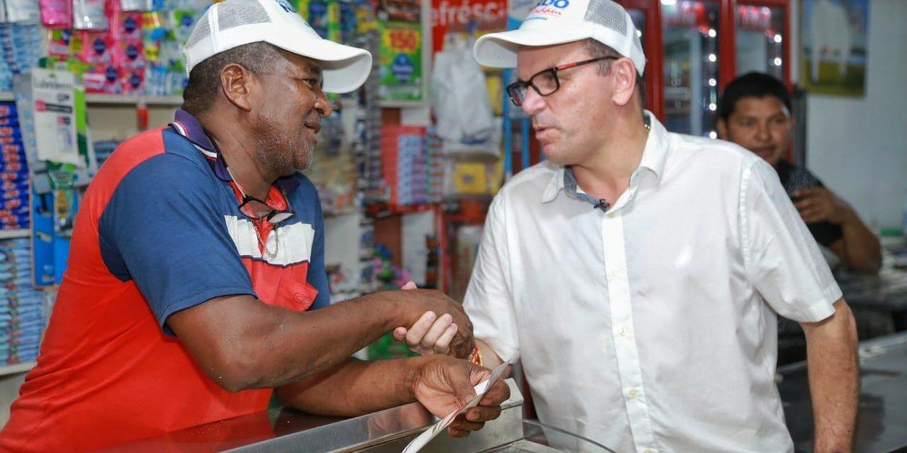 Candidato a la Gobernación de Bolívar en los barrios de Cartagena