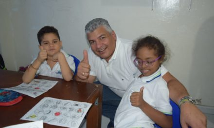 """""""Él es nuestro ángel amigo, por eso este reconocimiento"""": Óscar Carmona"""