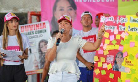 """""""Vamos a triplicar el fondo educativo Bicentenario porque los jóvenes necesitan más oportunidades»: Yolanda Wong Baldiris"""