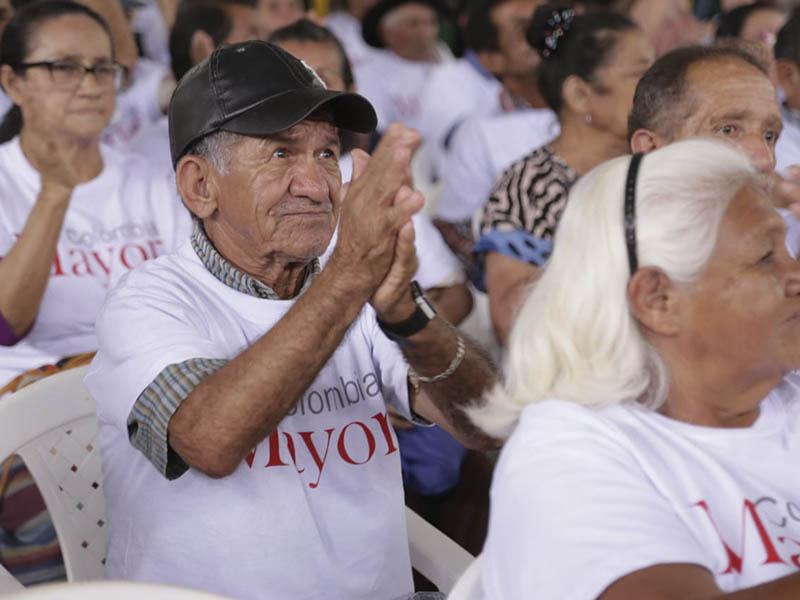 Adultos mayores podrán cobrar subsidios de Colombia Mayor
