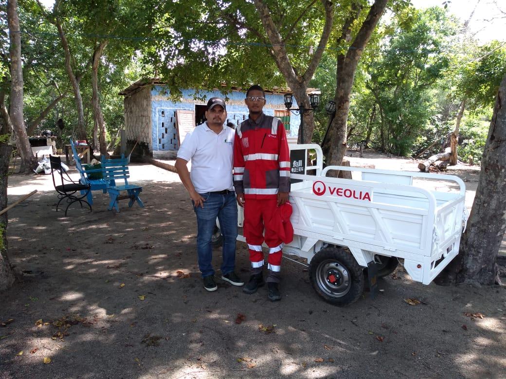 Moto carro eléctrico para recolección de residuos en Isla Grande