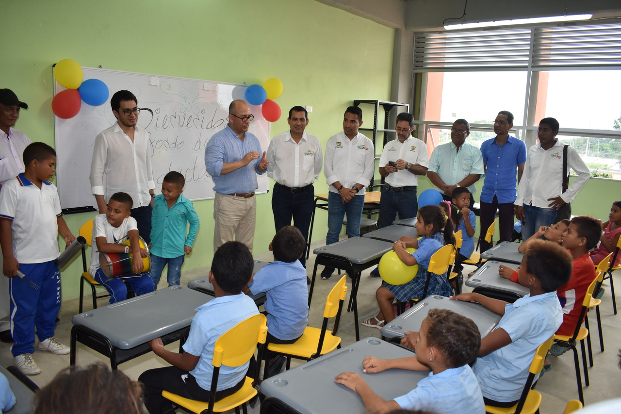 Gobernación de Bolívar y Fondo Adaptación entregaron obras de reconstrucción de cinco sedes educativas por 12 mil 618 millones pesos