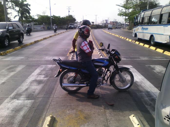Continúa restricción de parrillero en motocicletas