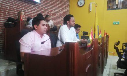 Armando Córdoba responde inquietudes de los cabildantes en el concejo