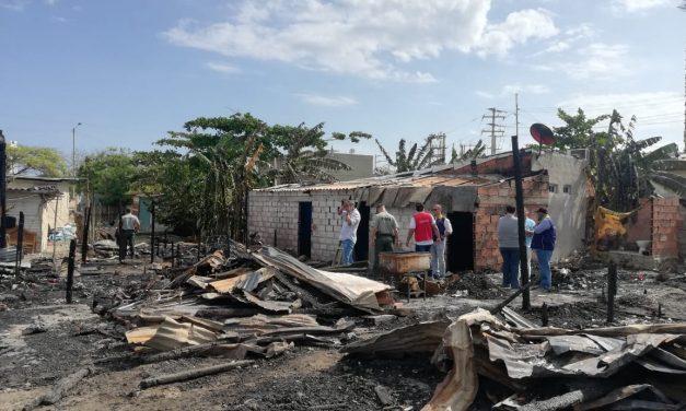 Distrito atiende emergencia por incendio en Chambacú