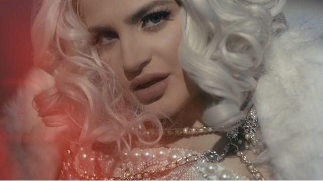 "Angel Bleu se inspira en Hollywood para el video de ""Salvaje"""