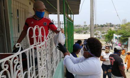 Entrega de ayudas humanitarias en el islote Santa Cruz y otros sectores de Cartagena