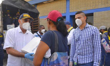 Entrega de ayudas humanitarias a venezolanos en Cartagena