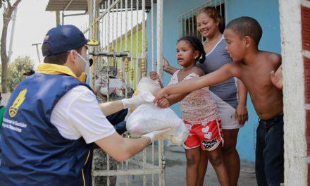 El gobernador Vicente Blel entrega ayudas en Olaya Herrera