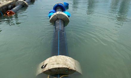 Empalman nuevas tuberías en la descarga de emergencia del alcantarillado de bocagrande