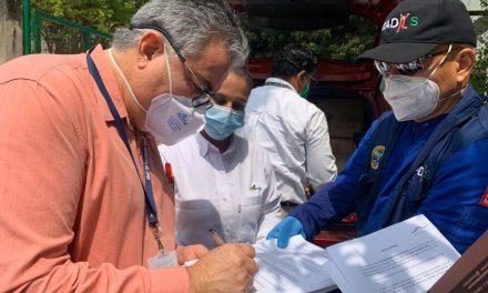 El DADIS entrega cinco mil batas de bioseguridad al Hospital Universitario