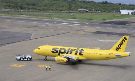 Estadounidenses regresan a su país gracias a vuelo humanitario