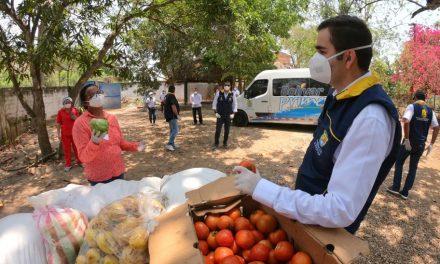 Gobernador de Bolívar entrega ayudas a más de 90 adultos mayores