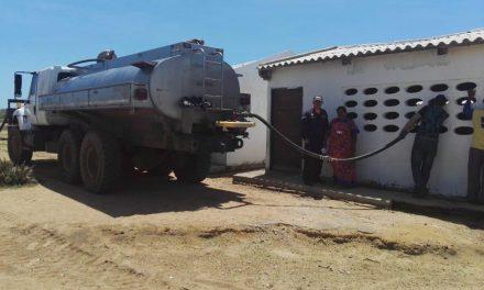 Armada de Colombia entregó más de 150 Mil litros de agua potable a poblaciones de la Guajira