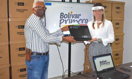 Secretaría de Educación de Bolívar entregó 73 computadores para el municipio Tiquisio