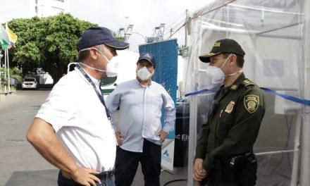 Aguas de Cartagena entrega a la Policía Metropolitana dos equipos de desinfección