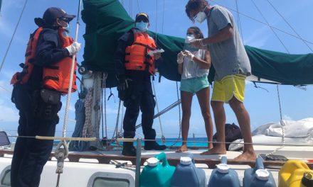 """El ARC """"Roncador"""" de Dimar asistió a tripulantes de velero internacional"""