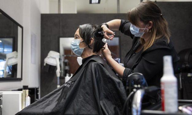 Peluquerías y barberías podrán operar con cita previa