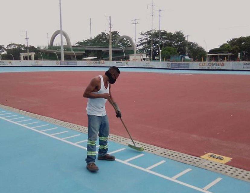 Aseo y mantenimiento regular en escenarios deportivos