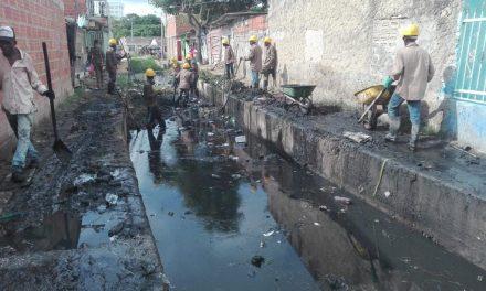 Cardique organiza limpieza en canales de la ciudad