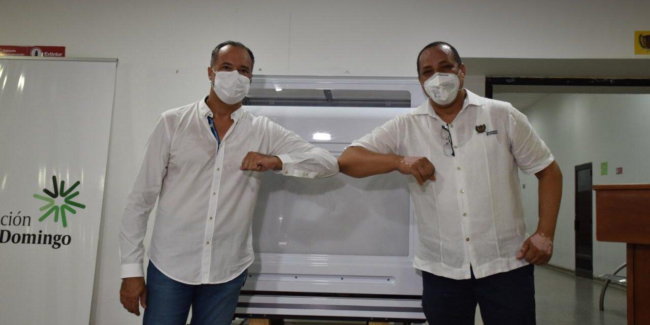 Fundación Santo Domingo dona robot para procesar pruebas Covid-19