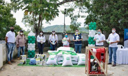 Se entrega dotación a pequeños productores en San Juan de Nepomoceno