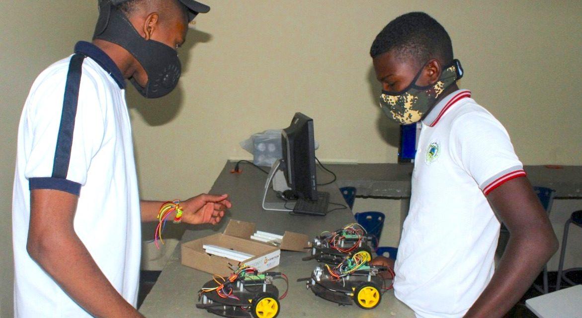 Colegio de Desarrollo Rural experimenta robótica educativa aplicada al sector agrícola en María La Baja