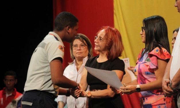 158 egresados de Instituciones Educativas del Distrito ganan Becas Bicentenario