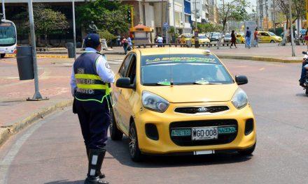 Tarifa mínima para servicio público de taxis queda en 7.300 pesos