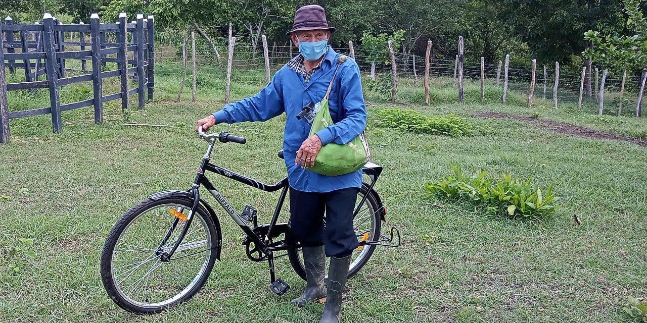 Familias beneficiarias del proceso restitutivo recibieron donación de bicicletas