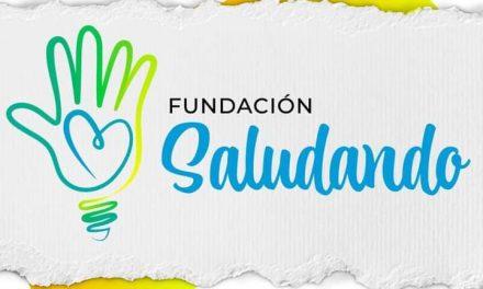 Fundación Saludando: jóvenes poniéndose la 10